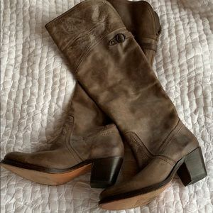 Frye boots size 6. Never worn.